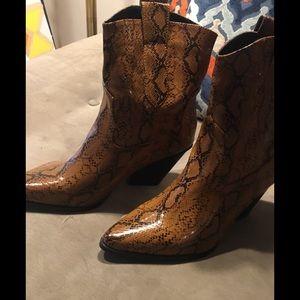 Boohoo new!! Brown snakeskin cowboy booties 🍁